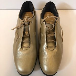 Nike ladies bronze sports performance shoes Sz 9
